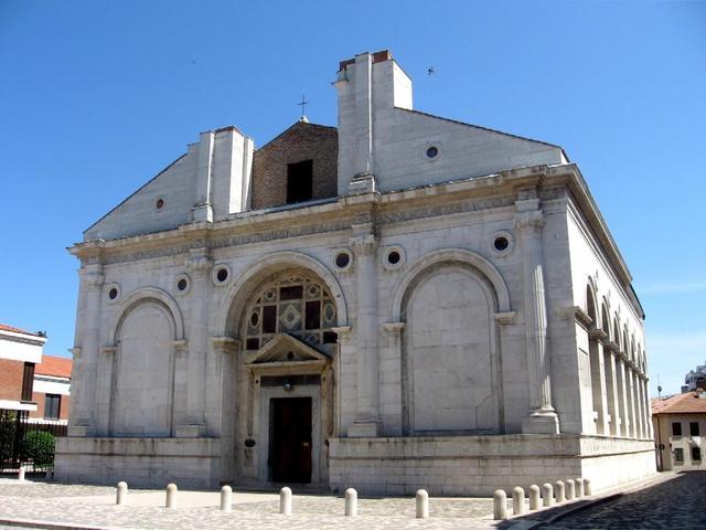 Gothic church of S. Francesco by Leon Battista Alberti