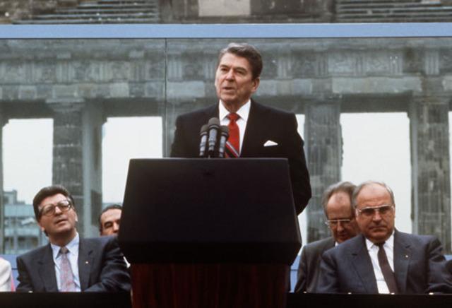 Ronald Reagen makes a speech at Berlin Wall