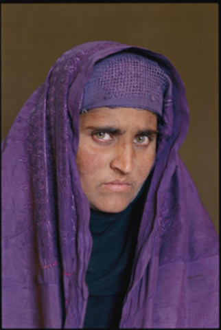 """New photo of the """"Afghan Girl"""" 18 years later"""