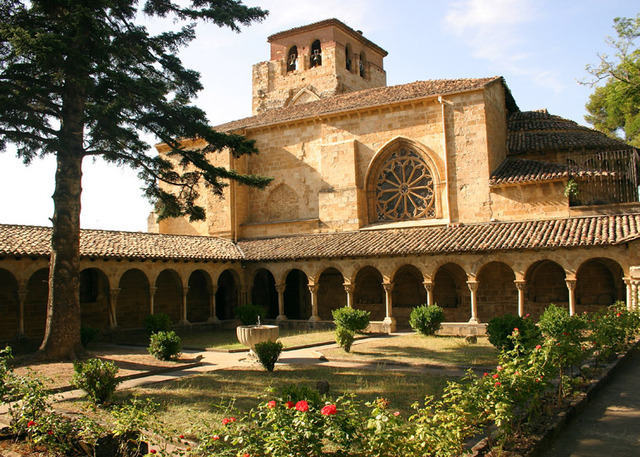 Apareixen els primers monestirs i castells