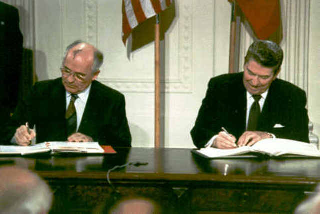 Gorbachev and Reagen sign off on the nuclear missles treaty