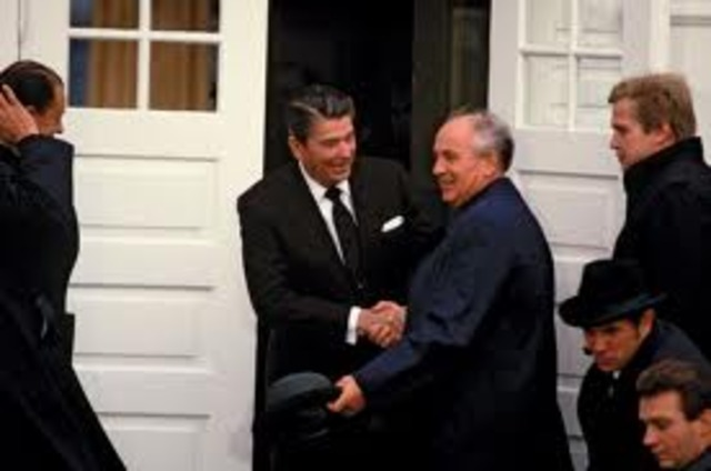 Reagen and Gorbachev meet in Reyakjavik to discuss missile aresenals in Europe
