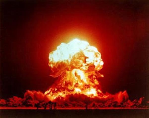 Se inventa la primera arma nuclear