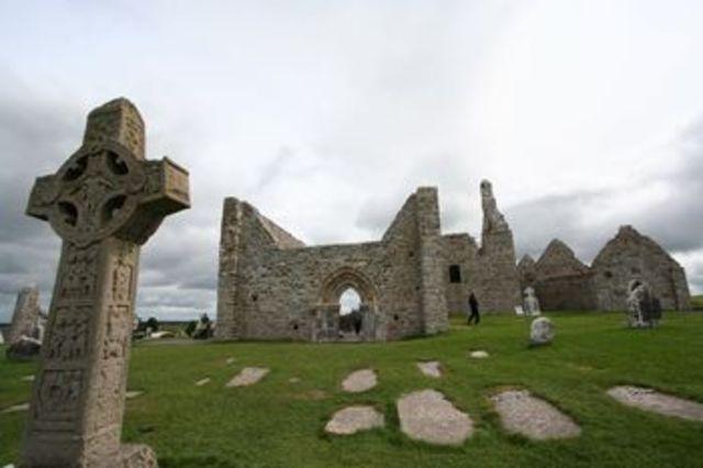 Clonmacnoise Was Built