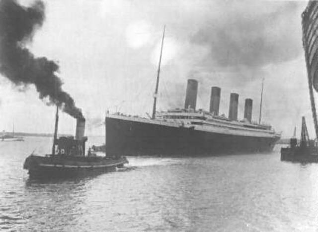 Titanic Sinks