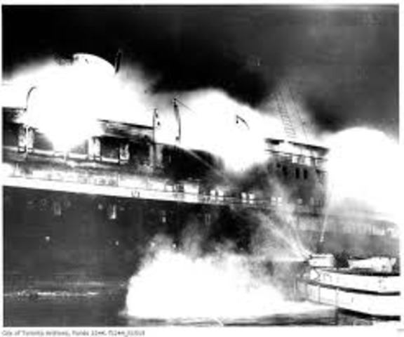 The SS Noronic Burns In Toronto Harbour Killing 118