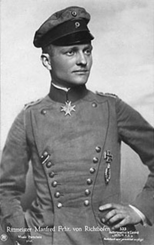 Richthofen is made commander of a new flight squadron.