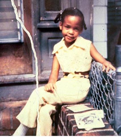 Whitney Elizabeth Houston is born