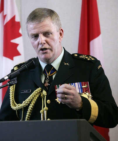 Hillier assumes command of  ISAF troops