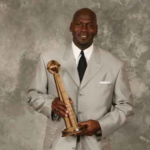 Micheal Jordan receives the Hall of Fame award.