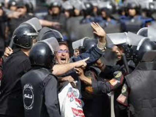 Egypt: violent clashes in Cairo leave two dead and hundreds injured