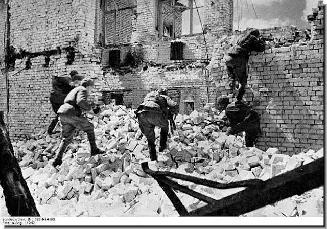 Soviet counter-offensive at Stalingrad begins.