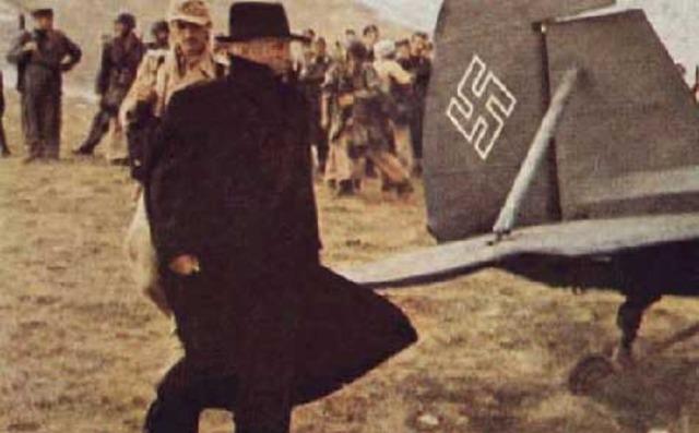 Germans rescue Mussolini