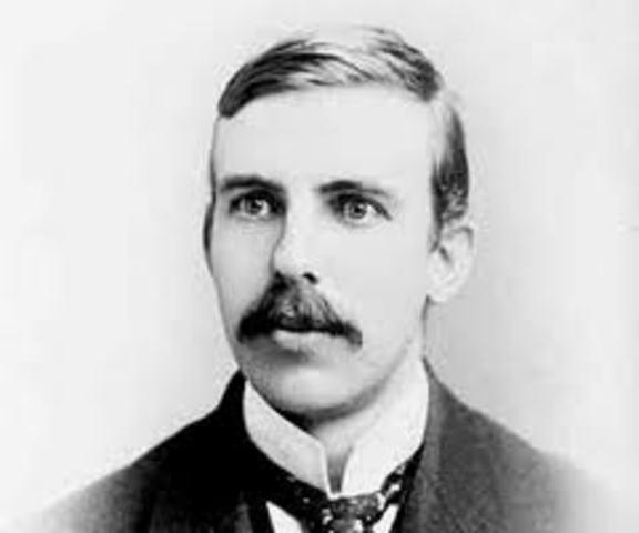 E. Rutherford Demostró la existencia de un núcleo.