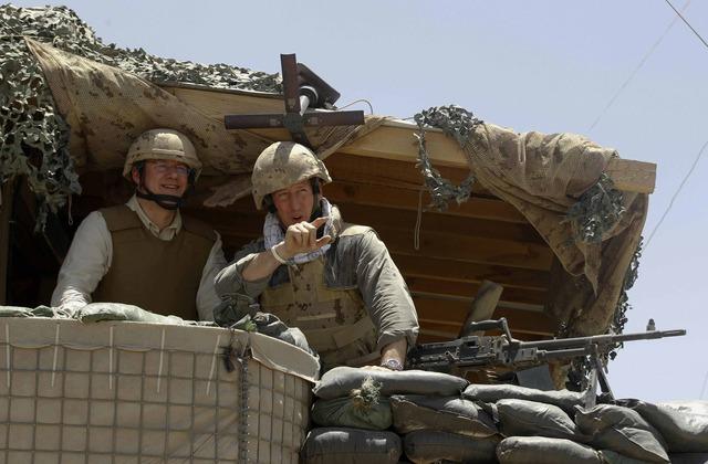 Harper visits troops in Kandahar