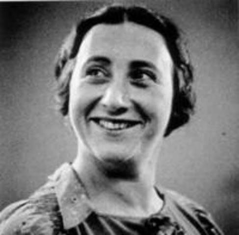 Edith Hollander is born