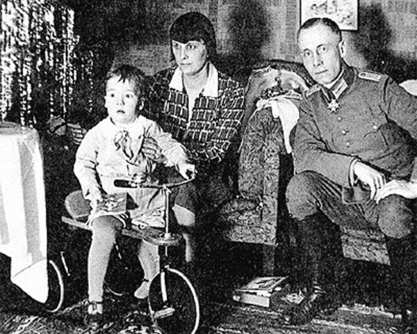 Had a son, Manfred Rommel.