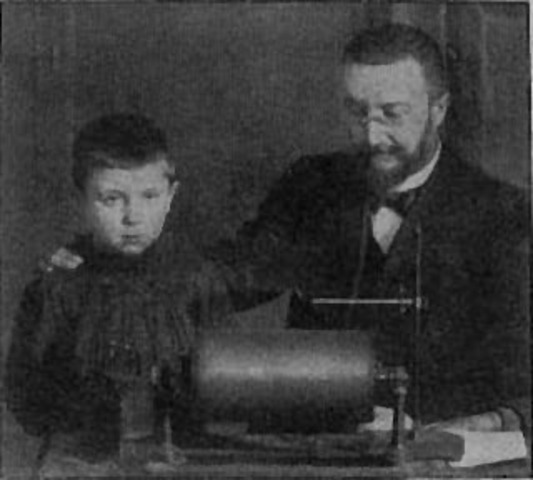 A Parisian minister names Alfred Binet and Theophile Simon in a commission to develop intelligence testing of children