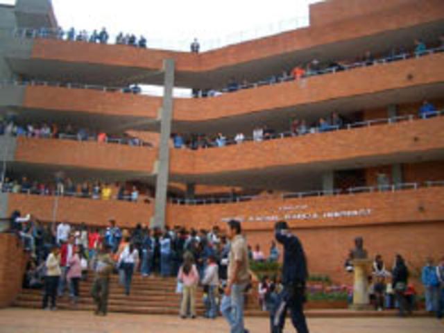 entrada a la universidad