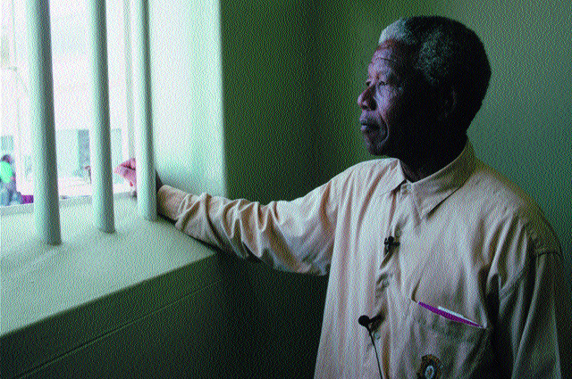 Nelson Mandela and other political prisoners are released from jail.