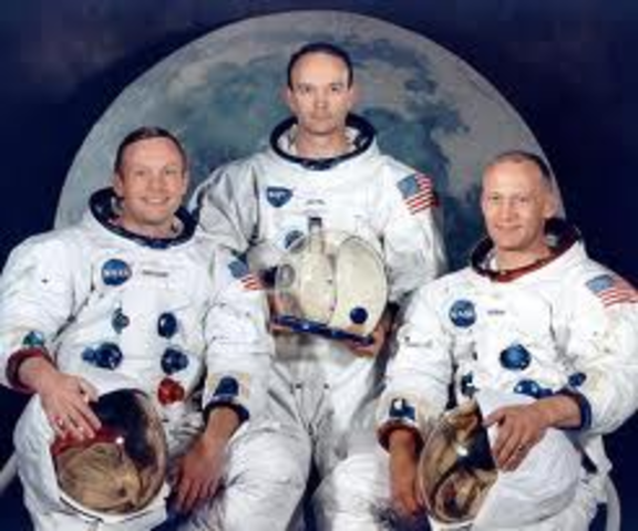 """Astronauts Edwin """"Buzz"""" Aldrin and Neil Armstrong are the first man to walk on the moon"""