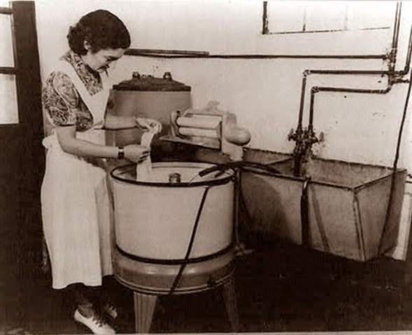 The first self-contained electric washing machine