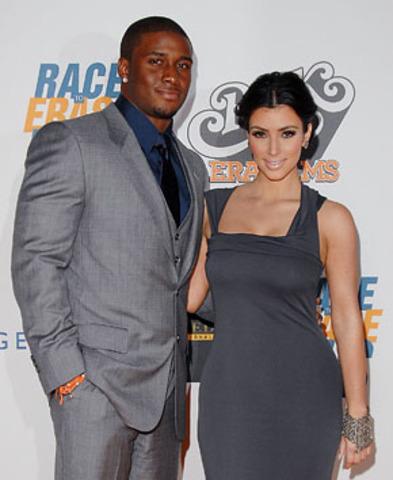 Begins dating NFL star Reggie Bush