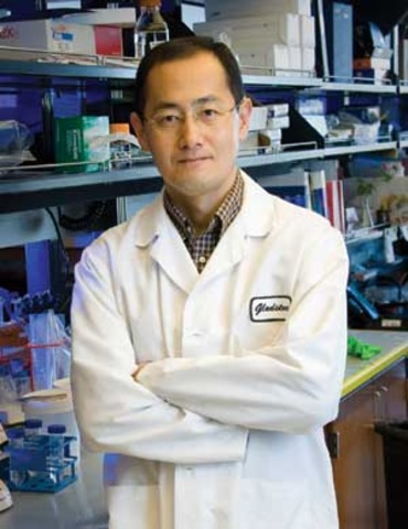 Yamanaka and Thomson Independently Derive iPS Cells