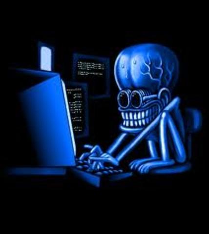 No mucho tiempo despues los denominados hacker empiezan a desifrar codigo para luego suministarlselo a las personas de forma gratuita, toda este preoceso era denomindo ilegal por que estaba violando la privacidad de las emprezas .