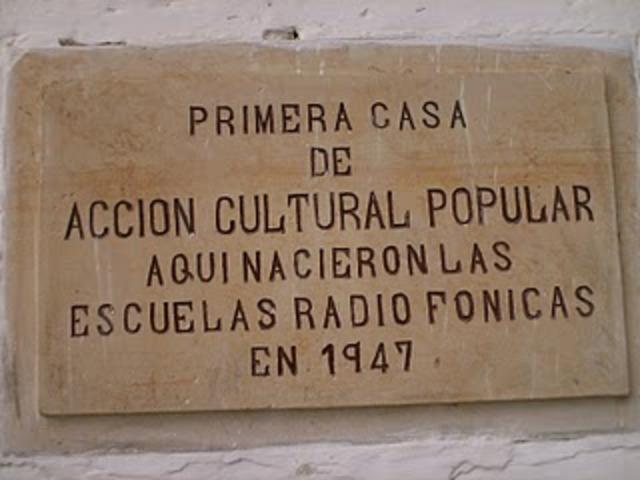 Nacimiento de escuelas radiofónicas