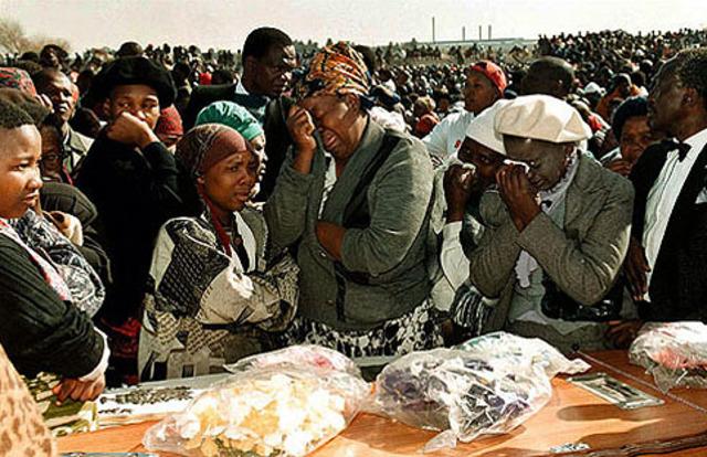 Mandela breaks off formal talks with the governemnt for nine months.