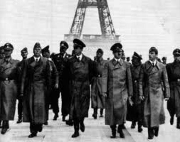 Alemania ocupa Francia. Pétain solocita el armisticio.