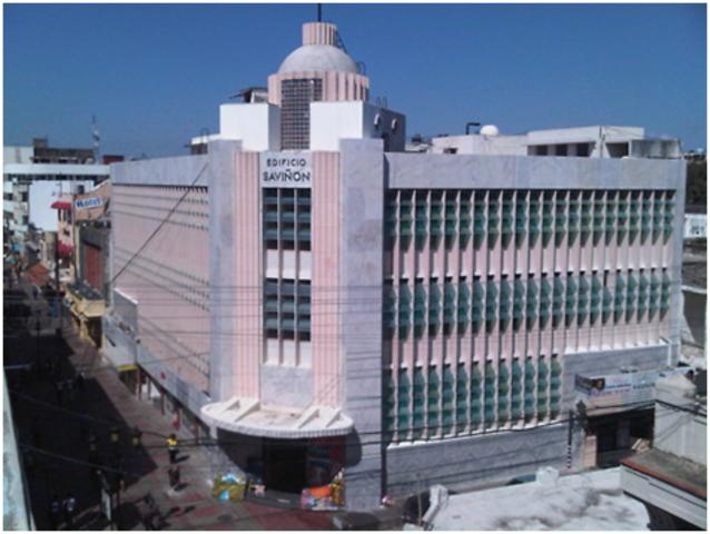 Edificio Saviñón, ubicado en la calle El Conde, esquina José Reyes, obra de los hermanos Nolina, Gloria y Luis Iglesias.