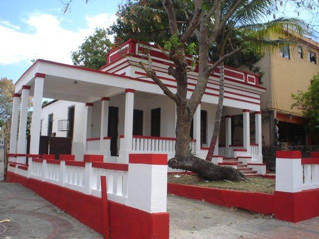 Casa ubicada en la Av. Bolivar en el sector de Gazcue.