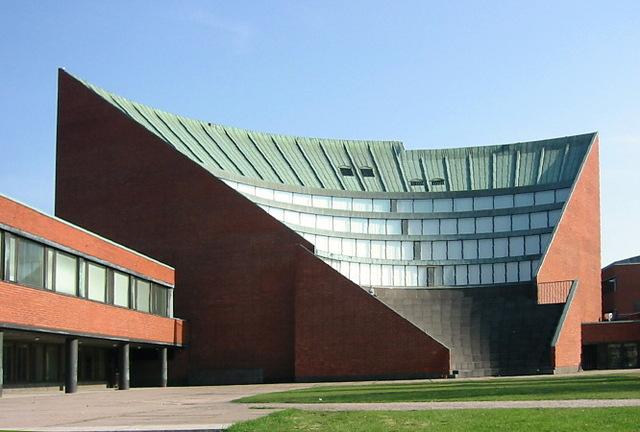 fue admitido en la Universidad de Helsinki, donde se obtuvo su maestría en Ciencias de la Computación.