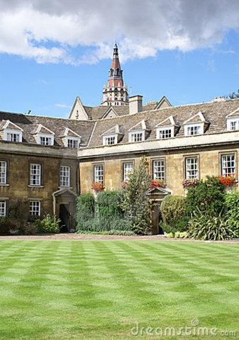 Inicia sus estudios en el Christ's College de Cambridge