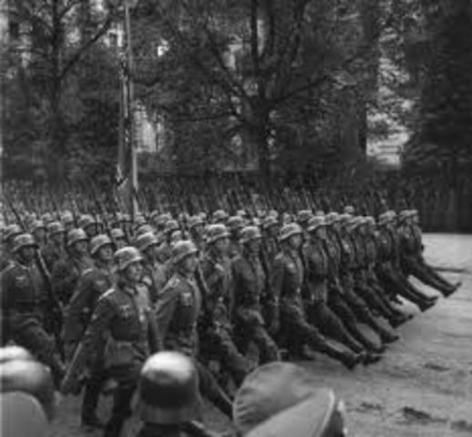 German troops invade Poland