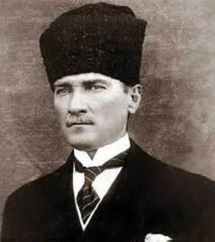 Mustafa Kemal Transforms Turkey Into Republic