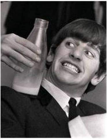 Ringo joins the Beatles
