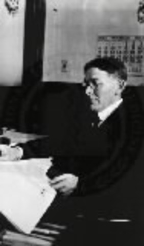 1915, Lewis Terman revises the Binet-Simon Scale and publishes on intelligence.