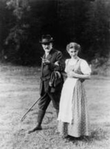 Anna Freud Publishes Her First Book, 'An Introduction to the Technique of Child Analysis'