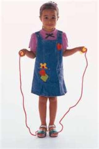 Cuando yo tenía cinco años, yo peleaba con mis hermanas, yo saltaba a la cuerda, y yo bailaba mucho.