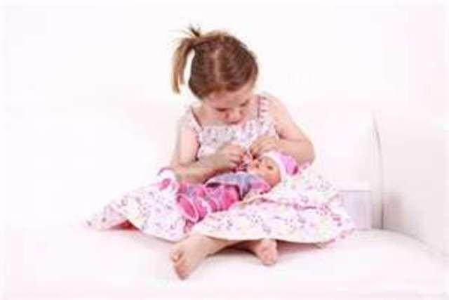 Cuando yo tenía cuatro años, yo jugaba con las muñecas, yo les mentía a veces a mis padres, y yo subía en el patio de recreo con mi hermana.