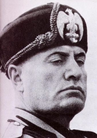 Mussolini's army threatens to overthrow Italy's government