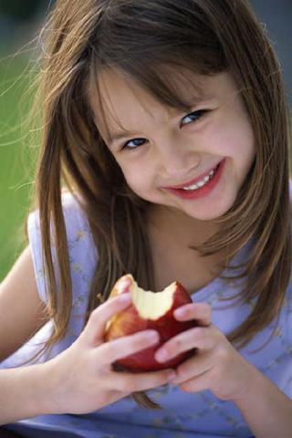 Cuando yo tenía nueve años, yo comía muchos manzanas rojos porque ellos eran muy deliciosos,
