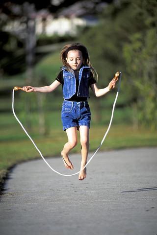 Cuando yo tenía diez años, yo saltaba a la cuerda en el patio de recreo,
