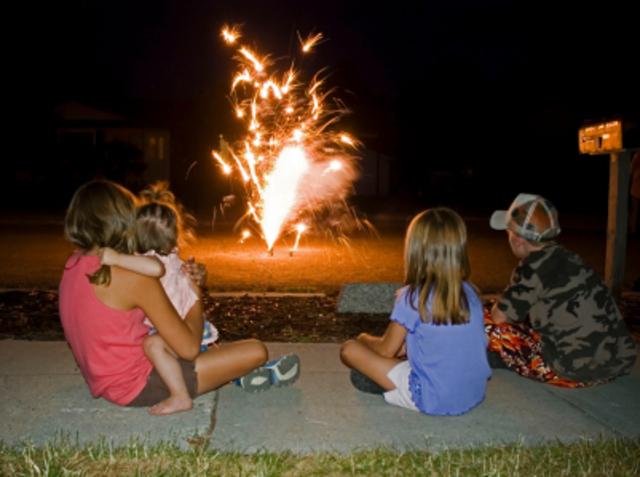Cuando yo tenía doce años, yo veía los fuegos artificiales con mi familia,