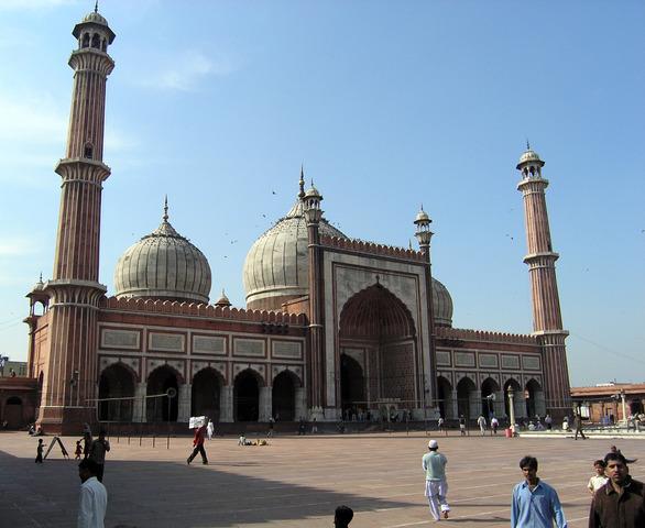 Cuando yo tenía catorce años, yo asistía al mezquita con mi familia,