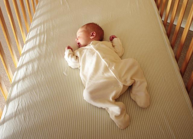 Cuando yo tenía un año, yo dormía en mi cuna.