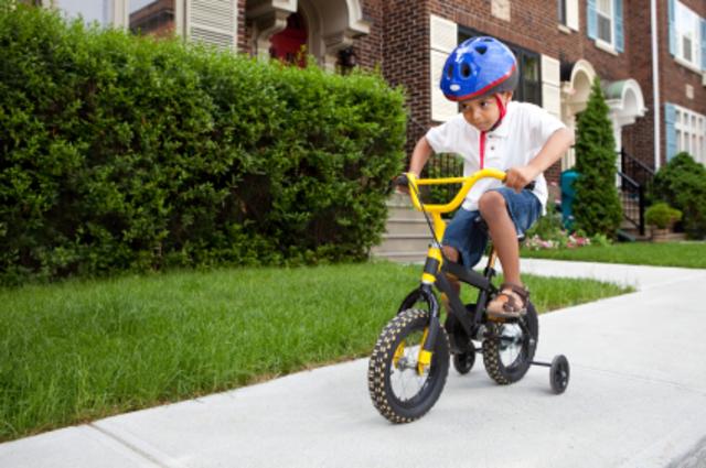 Cuando yo tenía cinco años, yo montaba en bicicleta.